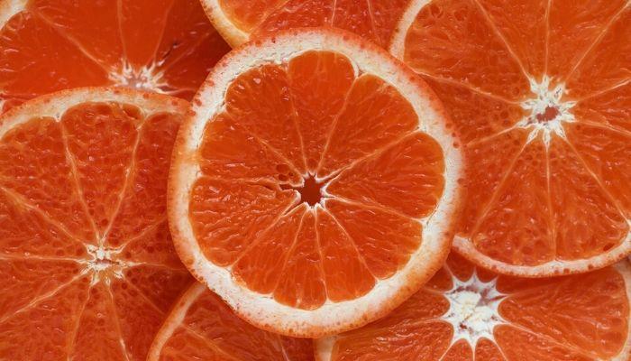 arancia tagliata a metà