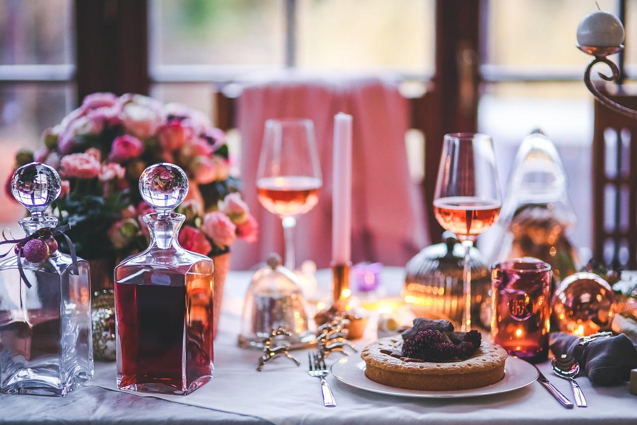 Una tavola imbastita per le feste