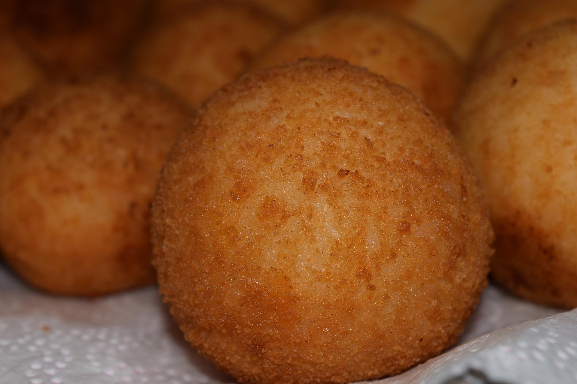 Arancino di riso al ragù ricetta tradizionale siciliana