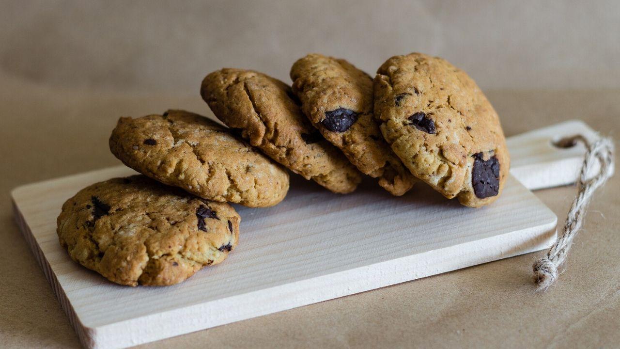 Cookies con gocce di cioccolato ricetta classica americana