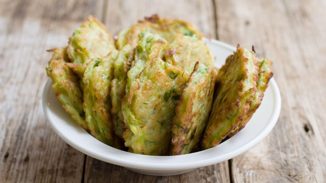frittelle zucchine mela verde foto terrina