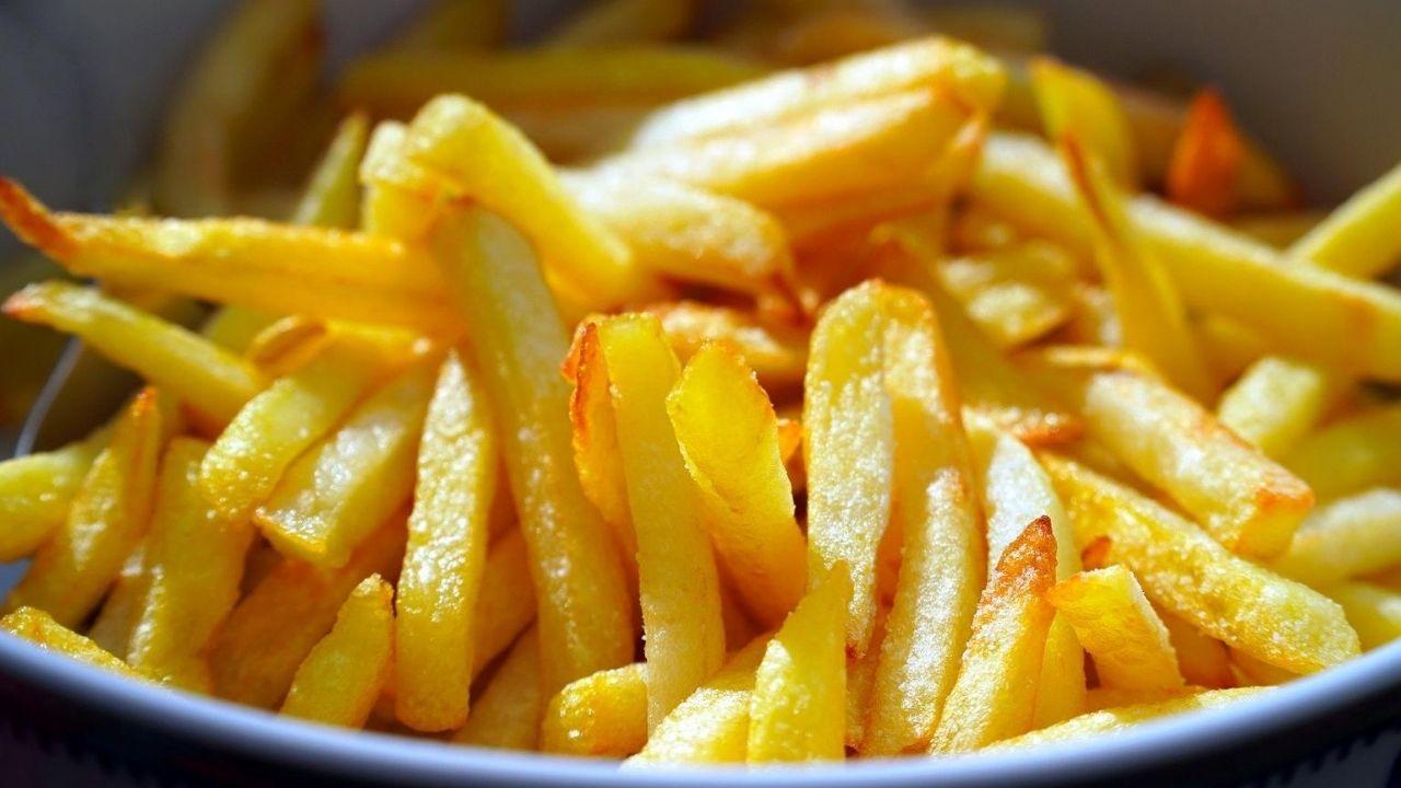 Come fare delle patatine fritte croccanti fuori e morbide dentro